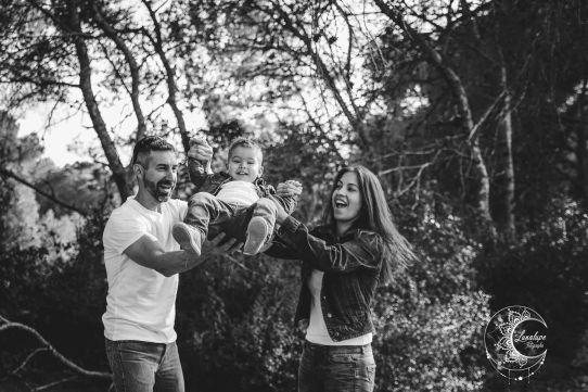 sesión de fotos familiar en el bosque, lunalupe fotografía valencia