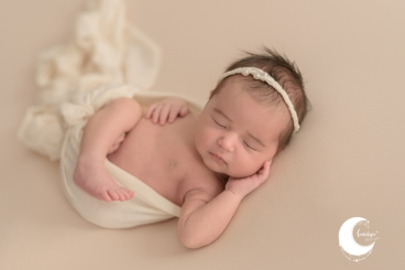 fotos de bebé recién nacido en estudio valencia, lunalupe fotografía