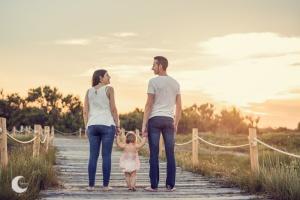 SESIÓN DE FOTOS FAMILIAR EN LA PLAYA, LUNALUPE FOTOGRAFÍA VALENCIA
