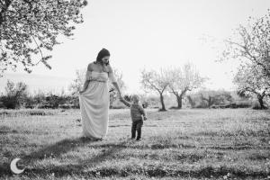 SESIÓN DE FOTOS ENTRE ALMENDROS EN FLOR, LUNALUPE FOTOGRAFÍA VALENCIA
