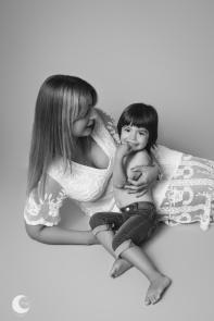 SESIÓN DE FOTOS MAMI Y YO EN ESTUDIO, FOTÓGRAFA INFANTIL EN VALENCIA