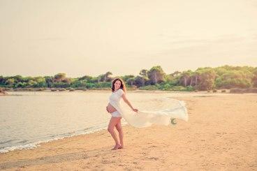 sesión de fotos premamá en la playa, lunalupe fotografia valencia